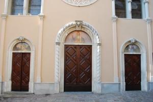 san bartolomeo, le porte della chiesa